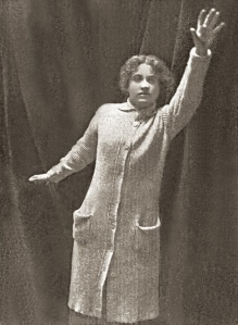 Dorothy Gibson penned the narrative and wore the same clothes she wore the night of the sinking, though the story bore little relation to the events of the sinking.