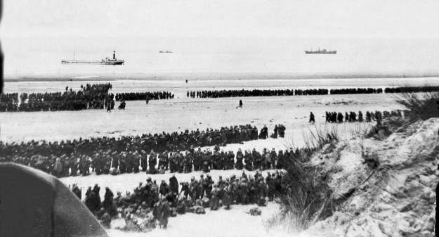 Operation Dynamo - men wait in an orderly fashion for their turn to be rescued.